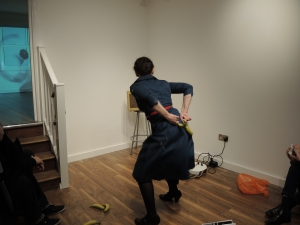 2ge dancant de dos avec bananes (1)
